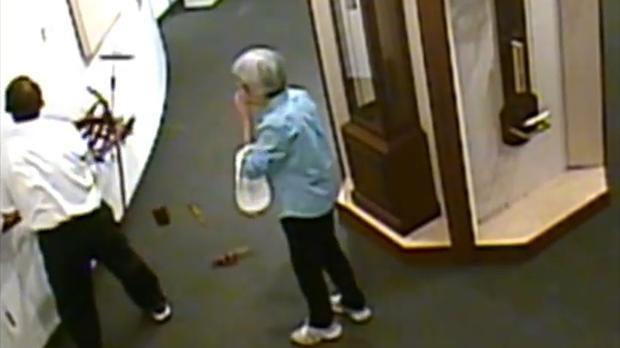 Botrányosan viselkedő turisták okoznak kárt a múzeumokban - VIDEÓ