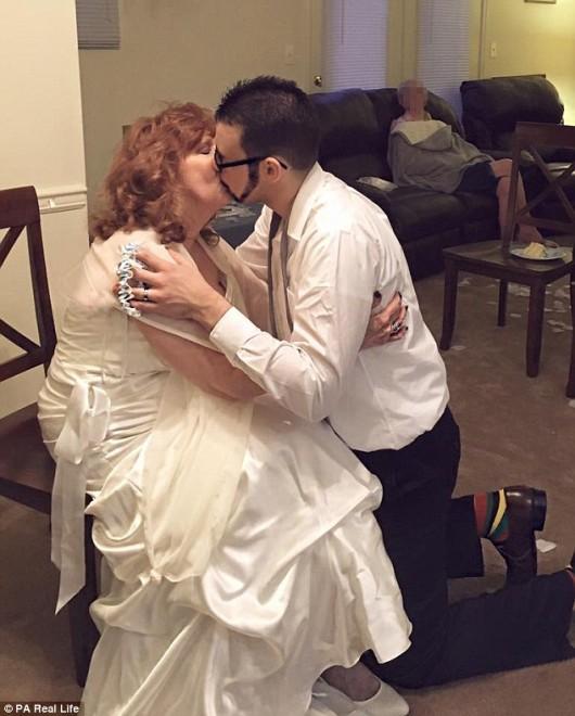 Fia temetésén ismerte meg 54 évvel fiatalabb férjét!