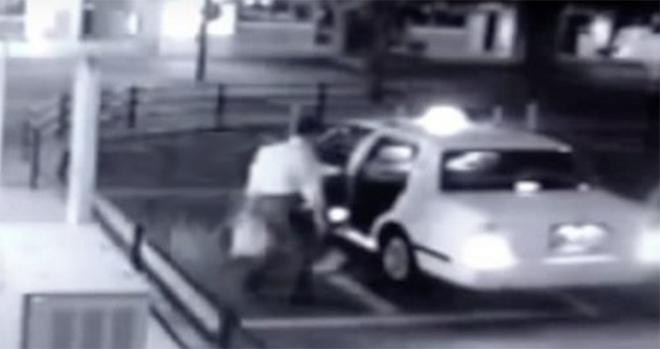 Videón a szellem nő, aki taxiba száll egy férfi után!