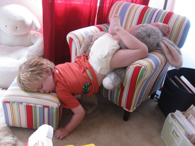 20 vidám kép arról, hogy egy kisgyermek bárhol képes álomra hajtani a fejét!