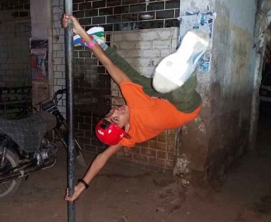 A srác, aki 180 fokban elfordítja a fejét - VIDEÓ