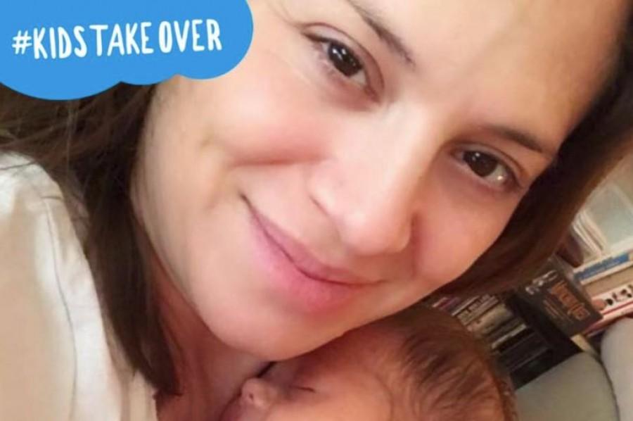 Szinetár Dóra egy nagyon bájos képen a kisbabájával!