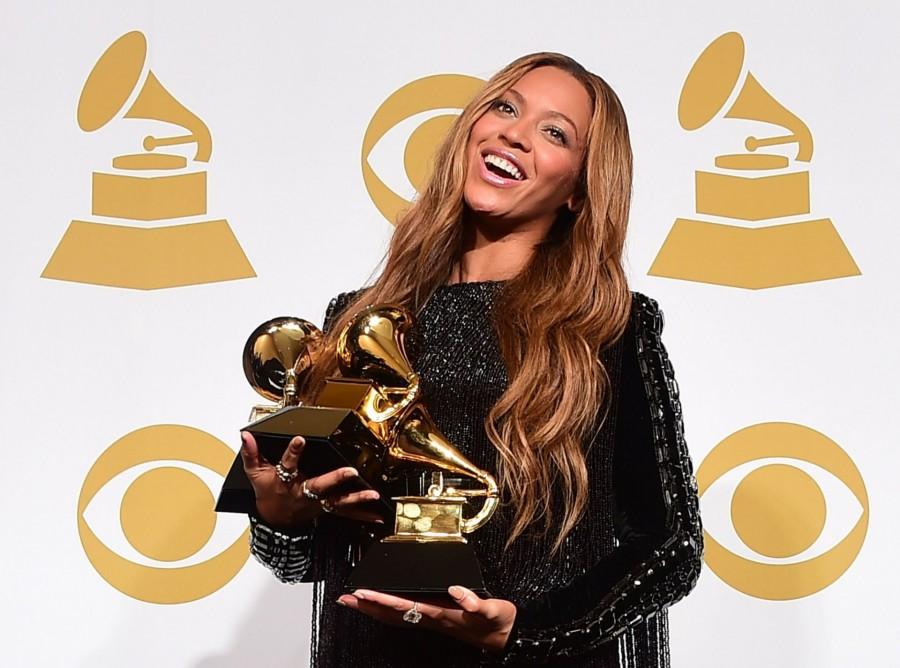 Az átlagos nagyi arca zseniális, mikor meglátja Beyonce-t közelről
